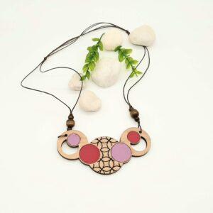 Lesena ogrlica KROGI roza - malina