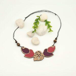 Lesena ogrlica LISTKI vijola - malina